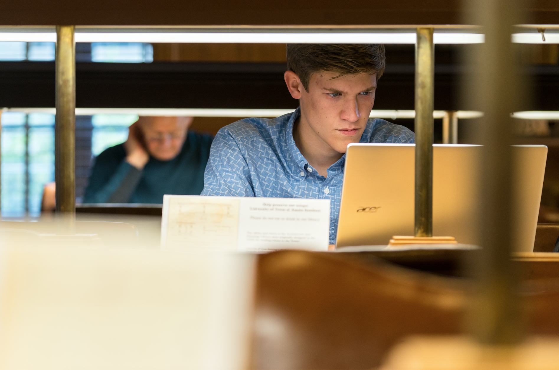 A UT Austin Student Studies in the Campus Library